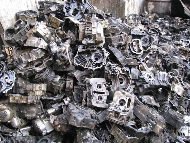 How does the supply and demand of China's aluminum market affect the import of waste aluminum from the United States?